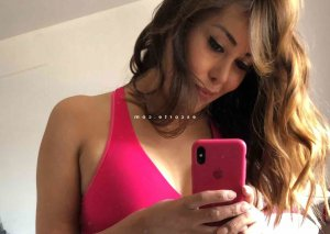 Charlina wannonce massage naturiste escorte girl