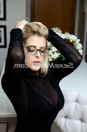 Anna-lucia escorte girl massage à Saint-Benoît